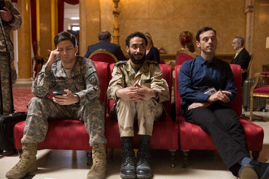 War Machine : Bild Aymen Hamdouchi, John Magaro, Scoot McNairy