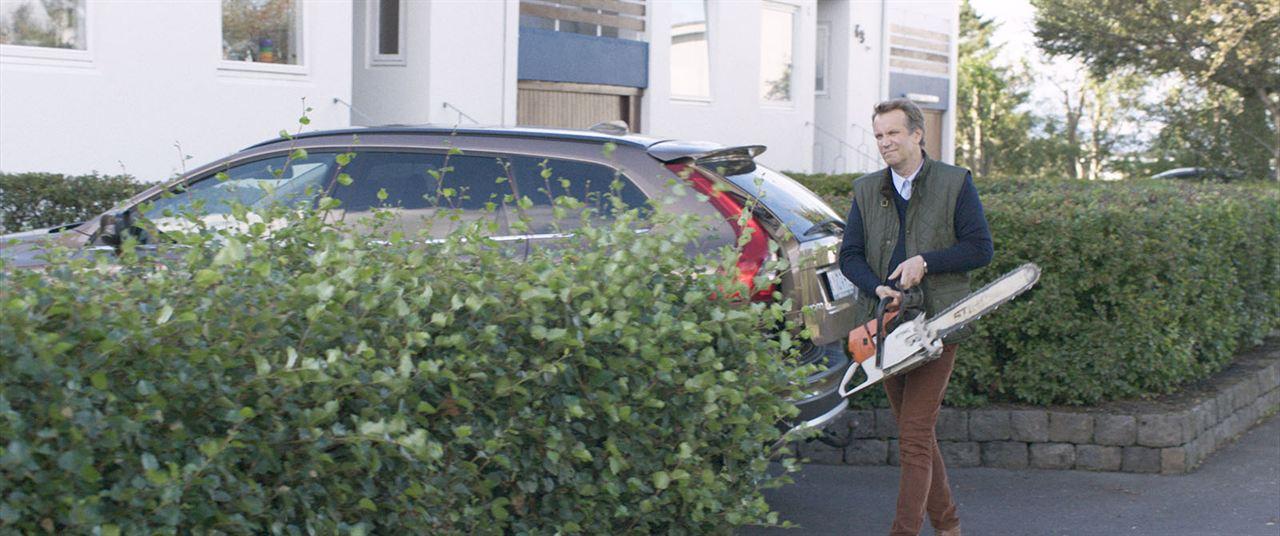 Under The Tree : Bild Þorsteinn Bachmann