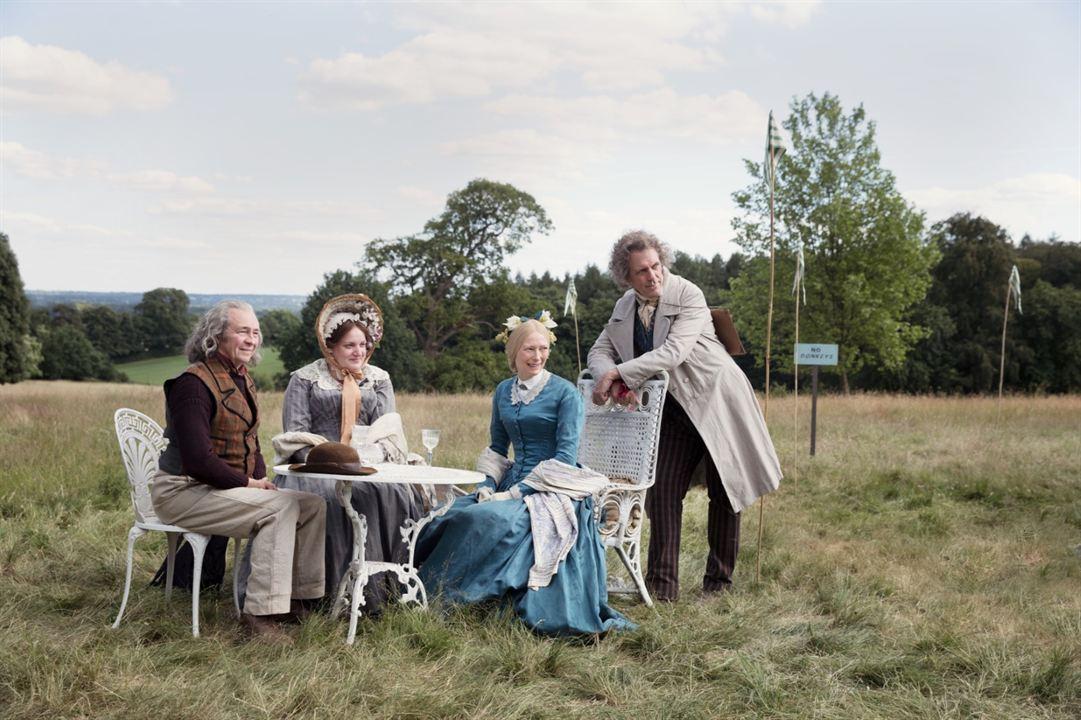 David Copperfield - Einmal Reichtum und zurück : Bild Daisy May Cooper, Hugh Laurie, Paul Whitehouse, Tilda Swinton
