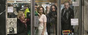 """""""El Bar - Frühstück mit Leiche"""": Bar-Besucher werden zu unsozialen Egoisten im deutschen Trailer zum Thriller"""