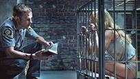 TV-Warnung: Mann hält Frau im Tierkäfig – dieser provokante FSK-18-Horror-Thriller ist trotz eines großen Twists gescheitert!