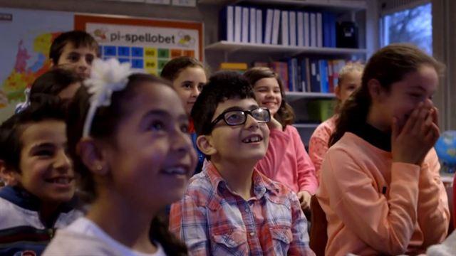 Miss Kiet's Children Trailer OmU