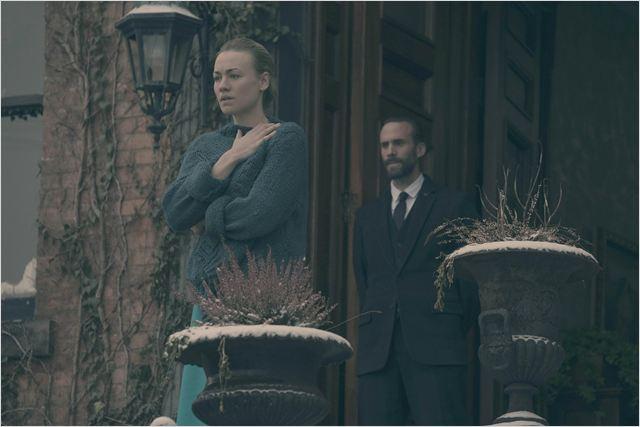 Bild Joseph Fiennes, Yvonne Strahovski