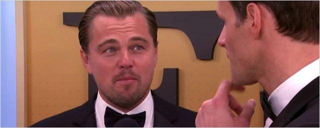 Rot wie eine Tomate bei den Golden Globes: Leonardo DiCaprio erschrickt vor Lady Gaga – und schämt sich dann dafür