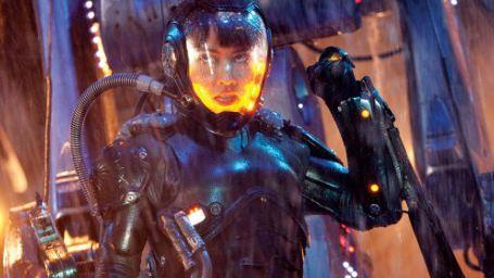 """""""Pacific Rim"""": Viele neue Bilder kündigen düstere Wetteraussichten für Guillermo del Toros Roboter-vs-Monster-Spektakel an"""