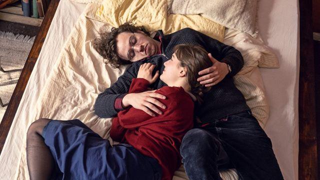 """Im Trailer zur Roman-Verfilmung """"Zwischen uns die Mauer"""" überwindet die Liebe Grenzen"""