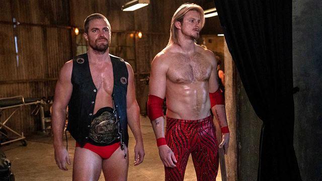 """Erste Bilder zur neuen Serie: """"Arrow"""" Stephen Amell und """"Vikings""""-Star Alexander Ludwig im Wrestler-Look"""