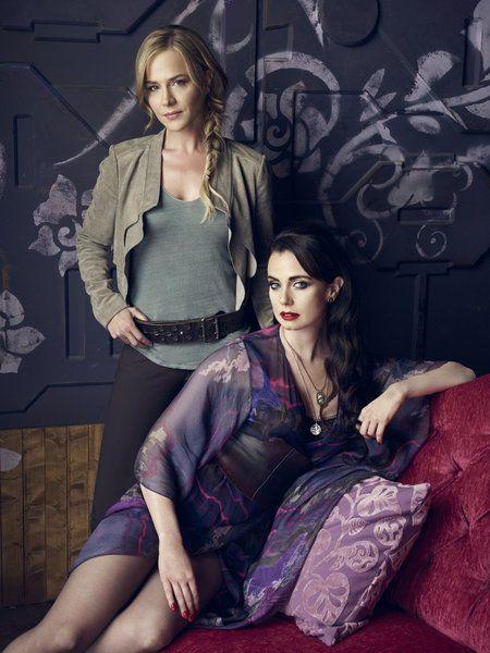 Bild Julie Benz, Mia Kirshner