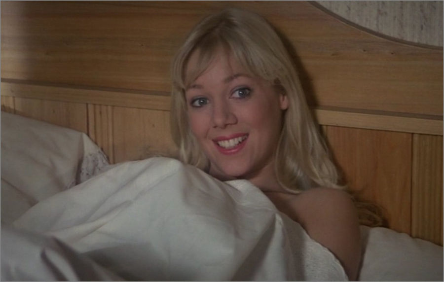 "Bibi Dahl (Lynn-Holly Johnson) in ""James Bond 007 - In tödlicher Mission"""