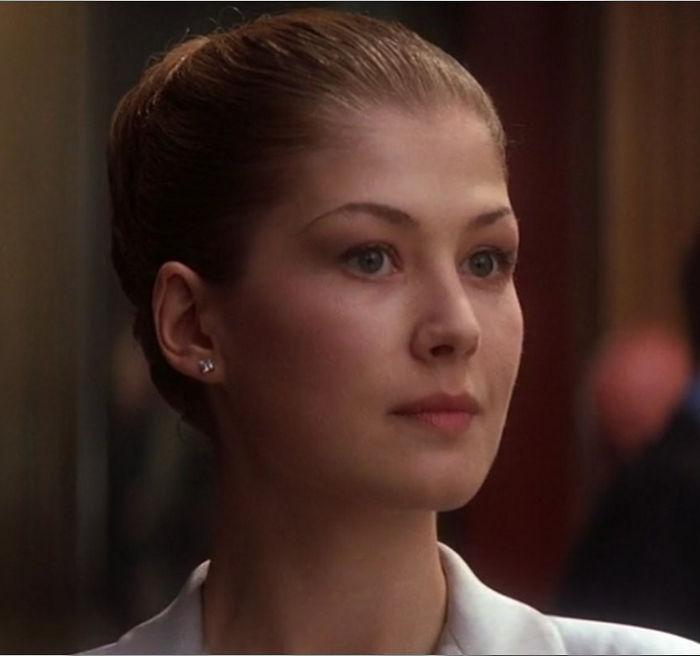 """Miranda Frost (Rosamund Pike) in """"James Bond 007 - Stirb an einem anderen Tag"""""""