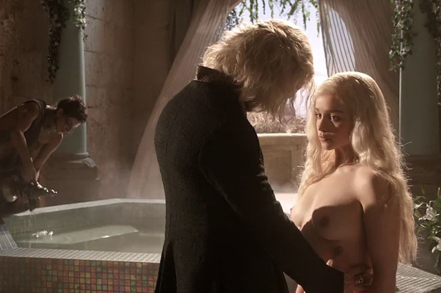 "Nackt in ""Game Of Thrones"": Emilia Clarke"