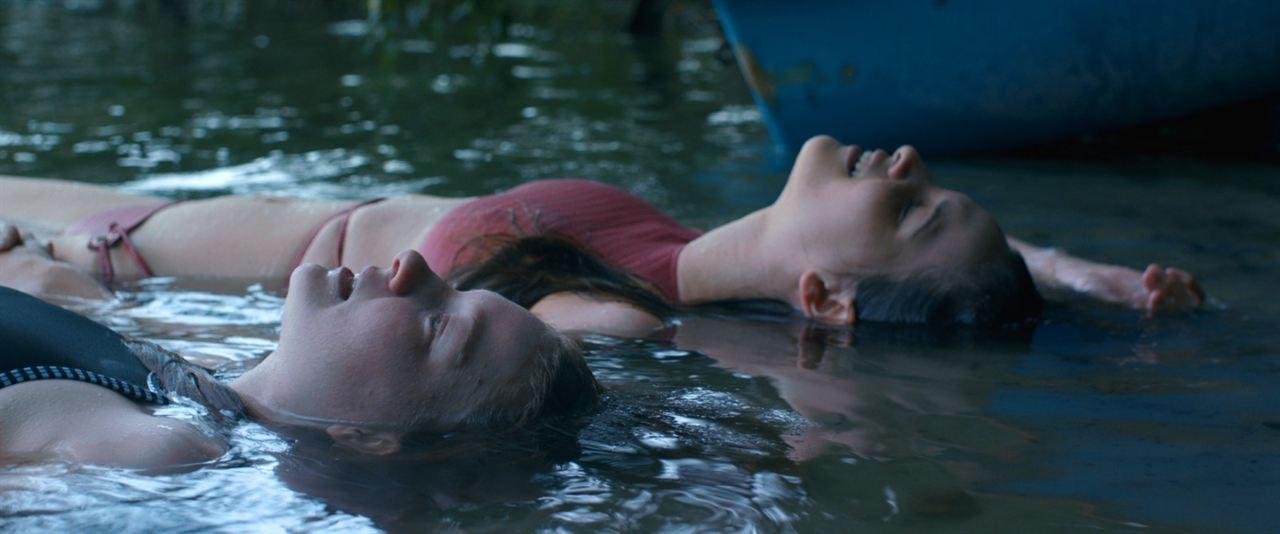 Schwimmen : Bild Lisa Vicari, Stephanie Amarell