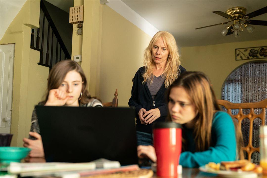 Lost Girls: Amy Ryan, Thomasin McKenzie, Oona Lawrence